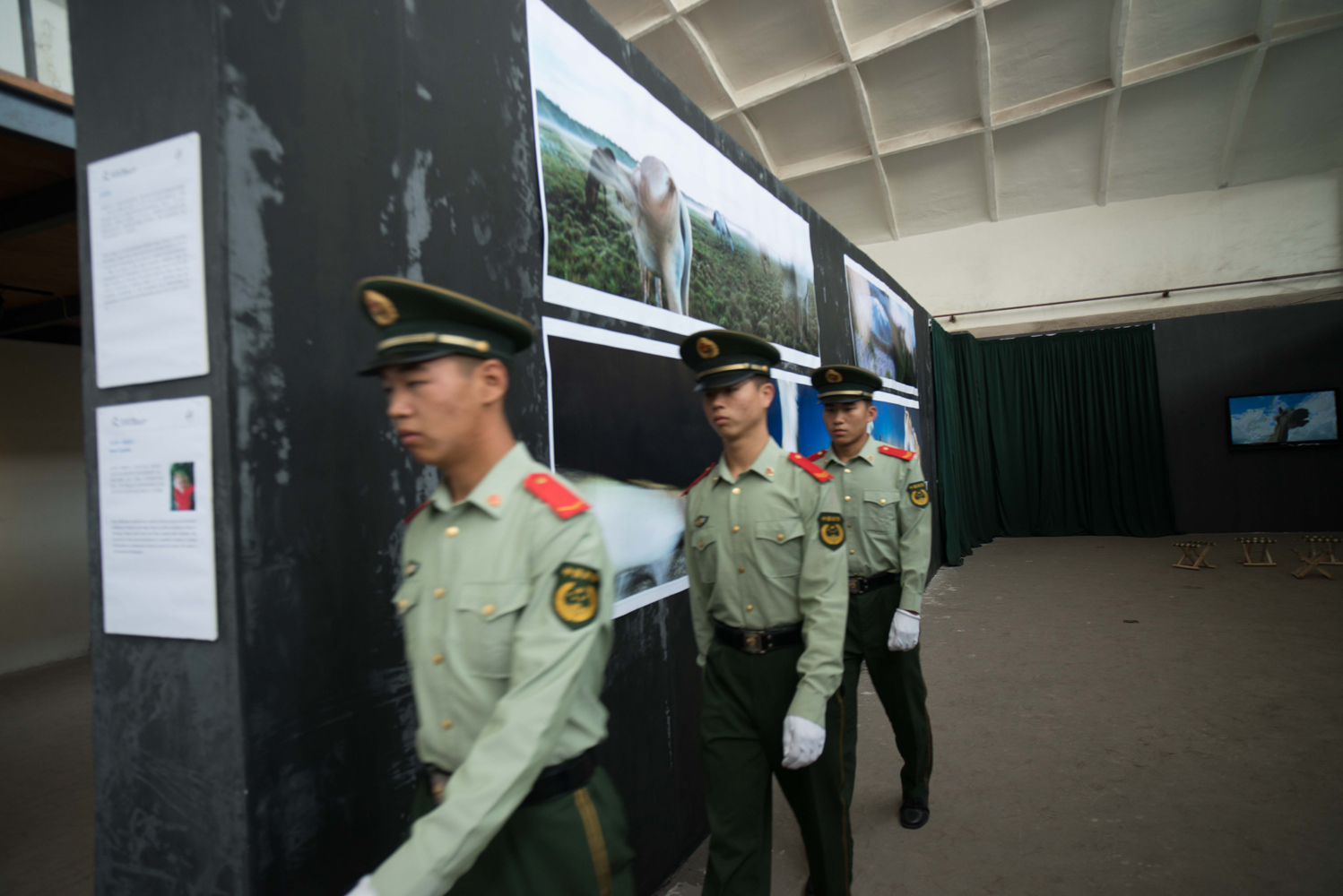 Chinese soldiers inspecting the show