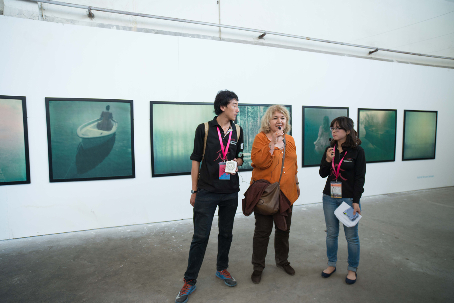 Beate talking about Astrid Kruse Jensen's series in the group exhibition View Finders